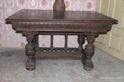 Nagyméretű neoreneszánsz étkező asztal