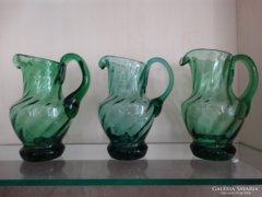 Zöld üvegkancsók