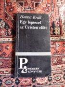 Hanna Krall: Egy lépéssel az úristen előtt