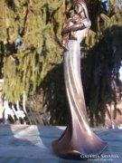 Fiatal hölgy gyermekkel bronzozott szobor+díszdoboza új, ajándékba is