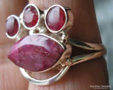 925 ezüst gyűrű, 18,9/59,3 mm, opak rubin drágakővel
