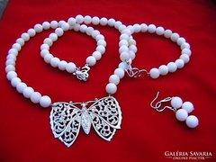 Romantikus szett gyöngyház gyöngyökből antik pillangóval