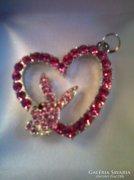 Playboy nyuszis Swarovskis pink szív medál