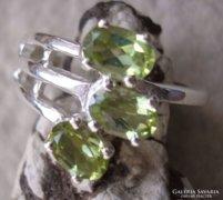 925 ezüst gyűrű, 17,3/54,3 mm, peridotokkal