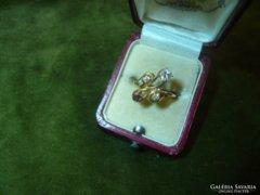 Rubinos-brilles különleges fazonú gyűrű