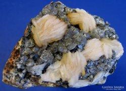 Baryt és cerussit ásvány csoportosulás Marokkóból