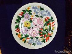 Kézzel festett, jelzett, kalocsaimintás porcelán falitál (60)
