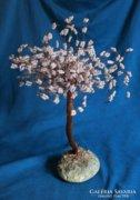 Virágzó fát mintázó műalkotás gyöngyökkel, gyöngyfa