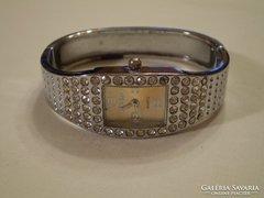 Köves karperec női ékszer óra