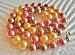 Többszínű szép,elegáns gyöngysor
