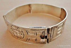 Gyönyörű régi vésett mintás ezüstkarék