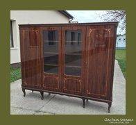 Neobarokk,kecses,intarziás tálaló vagy vitrines szekrény