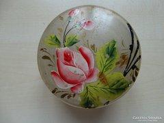 Rózsás bonbonier kézzel festve, antik, savmart üveg