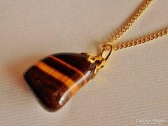 Szép régi tigrisszemes aranyozott medál láncon