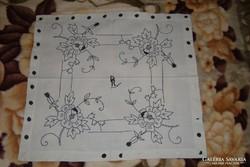 Kék rózsás hímzett hokedli terítő 1. - 57*53 cm