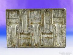 0F319 Antik jelzett ecset alakú csokiöntő forma