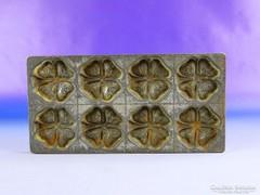 0F321 Antik jelzett lóhere alakú csokiöntő forma