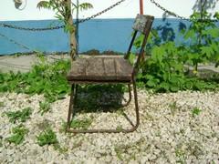 Régi, fémvázas gyerek szék, kis szék