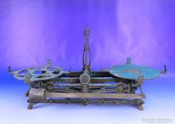 0F165 Antik öntöttvas kétkarú konyhai mérleg
