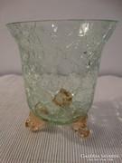 Repesztett üveg kicsi váza három lábbal