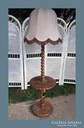 160cm magas állólámpa,asztalka résszel