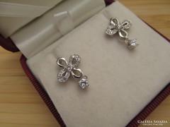 Romantikus ezüst fülbevaló - apró kövekkel - stekker