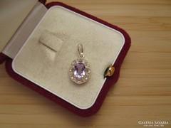Halvány lila köves ezüst medál