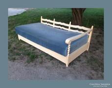 Romantikus,ágyneműtartós kanapé,szófa