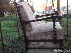 Koloniál  fotel igényes kárpittal -felújított, kifogástalan állapotban