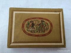 Magyar motívumos, régi bonbonos doboz