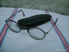 Régi gyermek szemüveg jelzett fém tokban