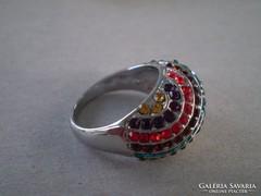 Dekoratív csillogó színes köves gyűrű