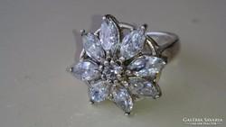 Gyönyörű dekoratív ezüst gyűrű