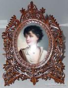 KPM Berlin: Női portré nyaklánccal miniatűr