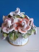 Porcelán virágkosár