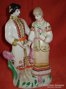 Orosz porcelán szerelmespár népviseletes figura