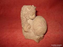 Illár kerámia figura alvó kislány hímes tojással