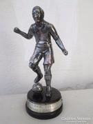F,J. KUPA labdarúgo szobor. 1950 -böl