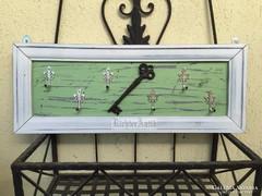 Provence bútor, antikolt fehér kulcstartó 01.