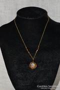 Aranyozott nyaklánc üveg gyöngyös medállal