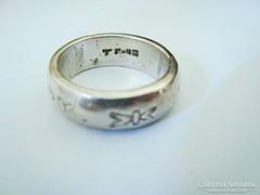 Ezüst gyűrű vésett mintával