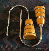 Függönyelkötő pár