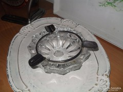 Öntött üveg hamutartó