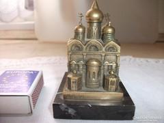 Gránitlapon réz levélnehezék eladó!Orosz pracoszláv templom
