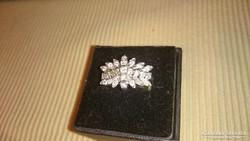 Brilliánsokkal díszített ezüst gyűrű