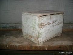 Antik fenyő láda