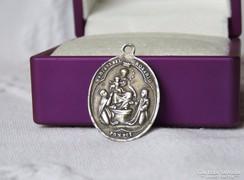 Gyönyörű, antik vallási jeleneteket ábrázoló ezüst medál
