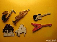 6 db-os hangszerek kitűző csomag egyben