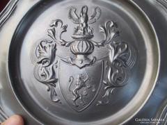Címeres ón tányér 23 cm    0906