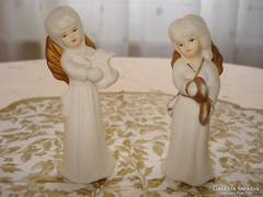 Zenélő angyalka pár, karácsonyi dekoráció, biscuit porcelán